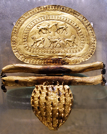 Fibula from Regolini Galassi tomb in Cerveteri, gold, mid-seventh century B.C.E. (Vatican Museums)