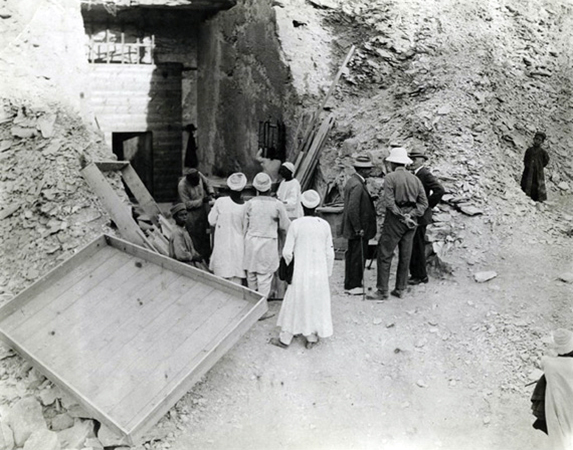 Lord Carnarvon during his initial visit to the tomb, 1922 (photo: Keystone Press Agency Ltd., 1922)