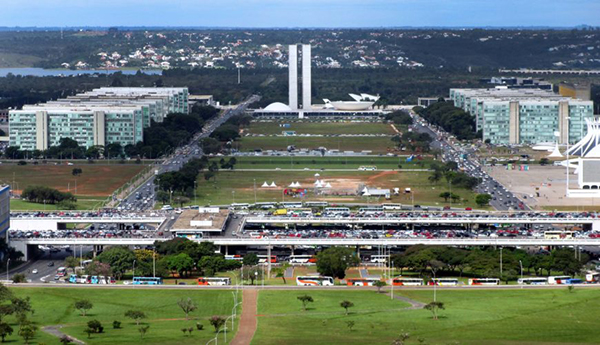 Vista del centro civico di Brasilia, Brasile (foto: Jason Rosenberg, CC BY 2.0)