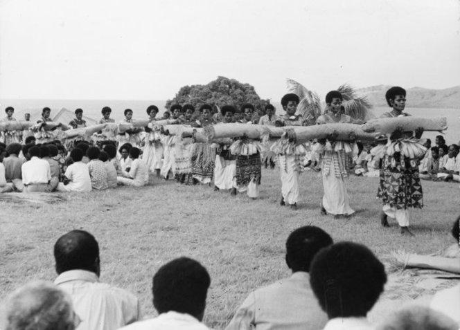 Presentation Of Fijian Mats And Tapa Cloths To Queen Elizabeth Ii