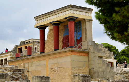 Contemporary view of Knossos looking southwest from the Monumental North Entrance (photo: Theofanis Ampatzidis, CC BY-SA 4.0)