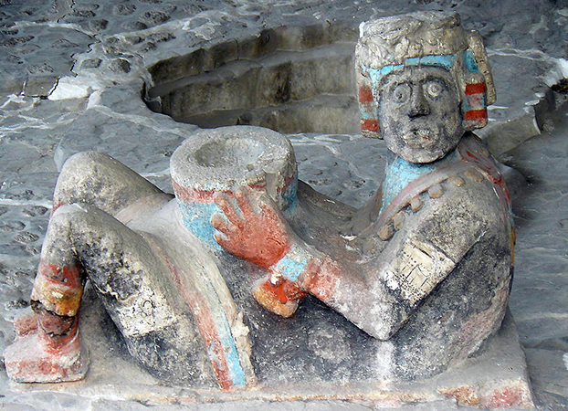 Chacmool on Tlaloc temple platform (photo (edited): Adriel A. Macedo Arroyo, CC BY-SA 3.0)