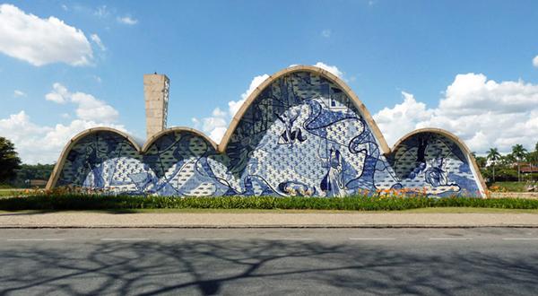 Oscar Niemeyer, Chiesa di San Francesco d'Assisi, completata nel 1943, Belo Horizonte, Minas Gerais nella regione di Pampulha (foto: Edgar Jiménez, CC BY-SA 2.0)
