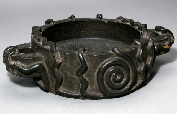 Stone ritual vessel with snake motifs, Peru, late 15th century, Inca Colonial, basalt, 15 x 40 cm © Trustees of the British Museum