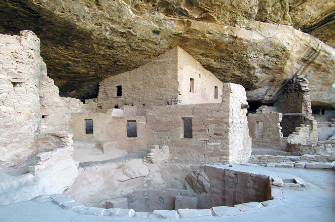 Spruce Tree House, Mesa Verde National Park (photo: Doug Kerr, CC: BY-SA 2.0) https://flic.kr/p/cGKoDS