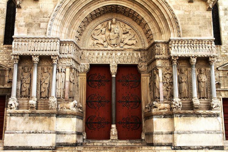 Facade, Saint Trophime, photo: Claude Valette (CC BY-ND 2.0)
