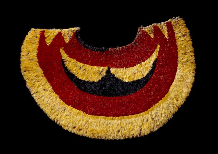 Feather cape, From Hawaii, Polynesia, Probably before 1850 C.E., olona fibre, feather, 68.5 x 45 cm © Trustees of the British Museum