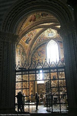 View into the San Brizio Chapel, Orvieto Cathedral (photo: Thomas-Photography, CC: BY 2.0)