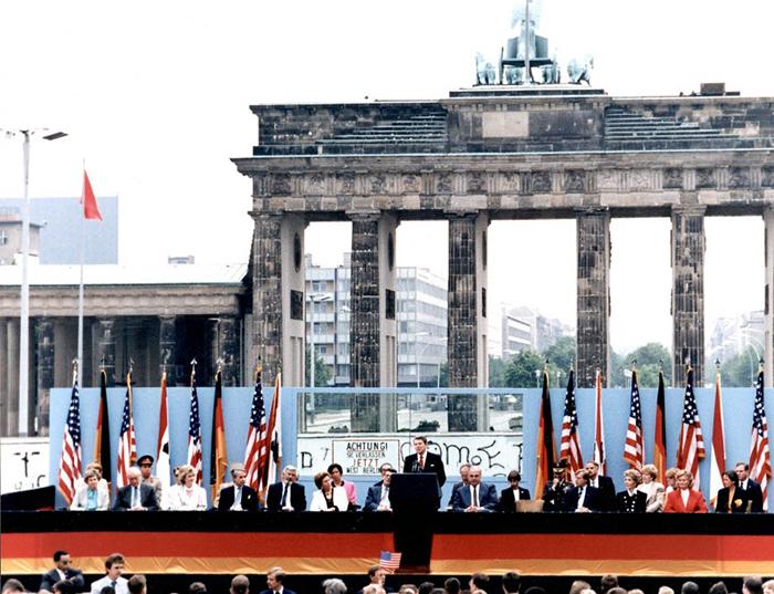 The Berlin Wall as a political symbol (article) | Khan Academy