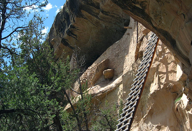 Ladder to Balcony House, Mesa Verde National Park (photo Ken Lund, CC BY-SA 2.0) https://flic.kr/p/8oGou6