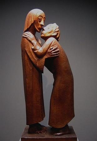 Ernst Barlach, The Reunion (Das Wiedersehen), 1926, mahogany, 90 x 38 x 25 cm, Ernst Barlach Haus, Hamburg (photo: Rufus46, CC: BY-SA 3.0)