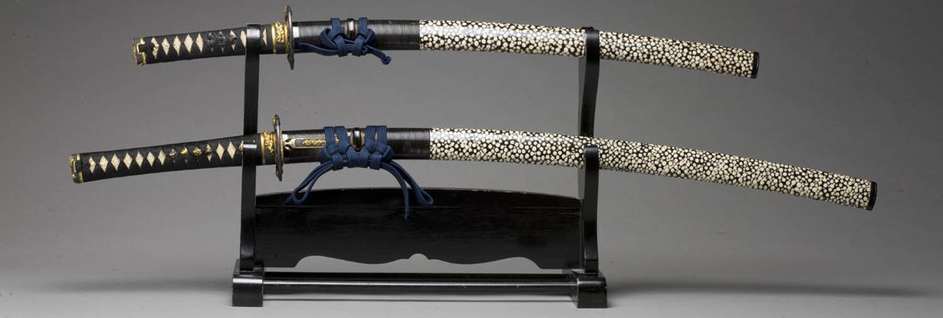 Short sword (wakizashi) and long sword (katana) (article