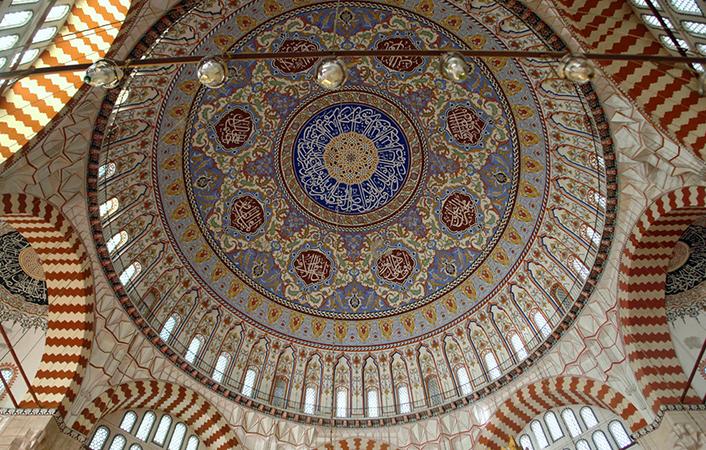 Dome interior, Sinan, Mosque of Selim II, Edirne, Turkey, 1568–1575 (photo: CharlesFred, CC BY-NC-SA 2.0) https://flic.kr/p/5vZY6Q