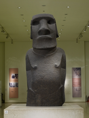 Hoa Hakananai'a ('lost or stolen friend'), Moai (ancestor figure), c. 1200 C.E., 242 x 96 x 47 cm, basalt (missing paint, coral eye sockets, and stone eyes), likely made in Rano Kao, Easter Island (Rapa Nui), found in the ceremonial center Orongo © The Trustees of the British Museum